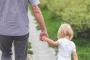 هل تربي ابنك على الحب أم الحزم أم كليهما