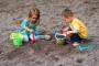 الطفل والطبيعة: ماذا يفعل اللعب البيئي في طفلك؟