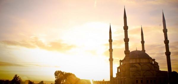 في تحرير دين اللهِ من وصاية الناس.. عن معركة الدين الحقيقية