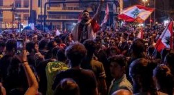 الشعب في كوكب الثورة والسلطة في كوكب آخر