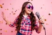 """لماذا ينبغي ألا نسمح لأطفالنا أن يكونوا """"إنفلونسرز"""" أو مشاهير سوشيال ميديا؟"""