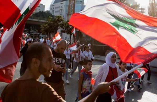 شباب 'لبنان' يطرقون أبواب الهجرة مع تأزم الوضع الداخلي