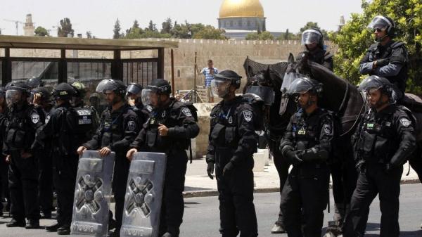 منها إبعاد المصلين والخطباء.. شرطة الاحتلال ودورها في استهداف الأقصى